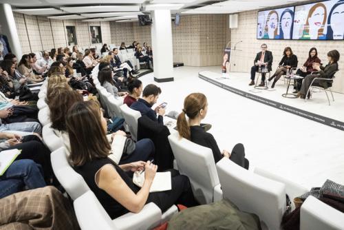 Mesa redonda 'Informe Gendercom'