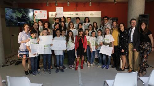 Grupo de niños del movimiento 'Somos la Raíz'.