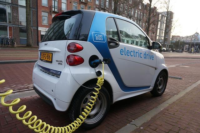 Los coches eléctricos atraen más a jóvenes y población urbana
