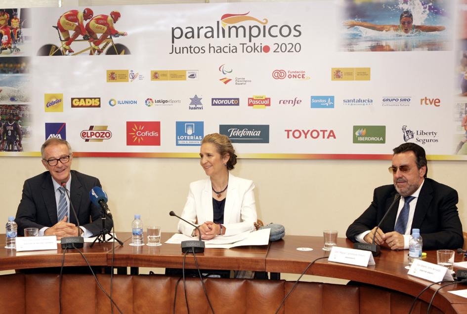 La Infanta Elena junto al ministro José Guirao (a su derecha) y al presidente del CPE, Miguel Carballeda.