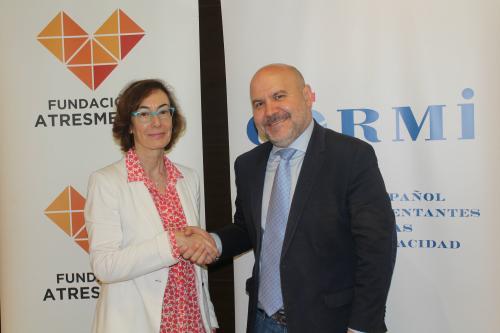 Carmen Bieger, directora de la Fundación Atresmedia, y Luis Cayo Pérez, presidente del Cermi.