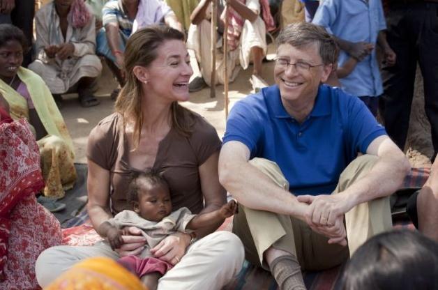 Melinda y Bill, embarcados en uno de sus numerosos proyectos solidarios.