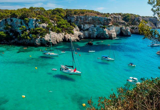 Cala Macarella en Menorca, uno de las escapadas programadas