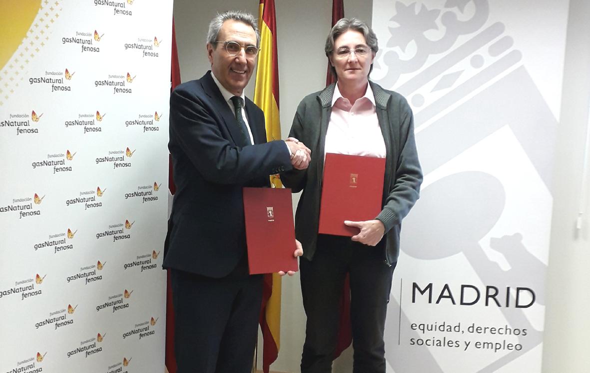 Martí Solà y Marta Higueras, tras la firma del acuerdo.