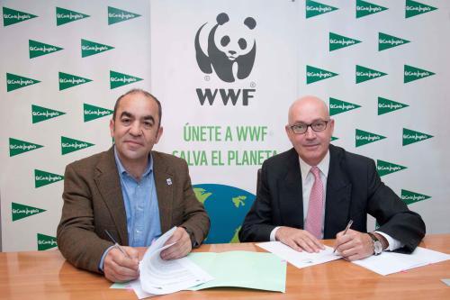 El secretario general de WWF España, Juan Carlos del Olmo, y el consejero delegado de El Corte Inglés, Jesús Nuño de la Rosa.