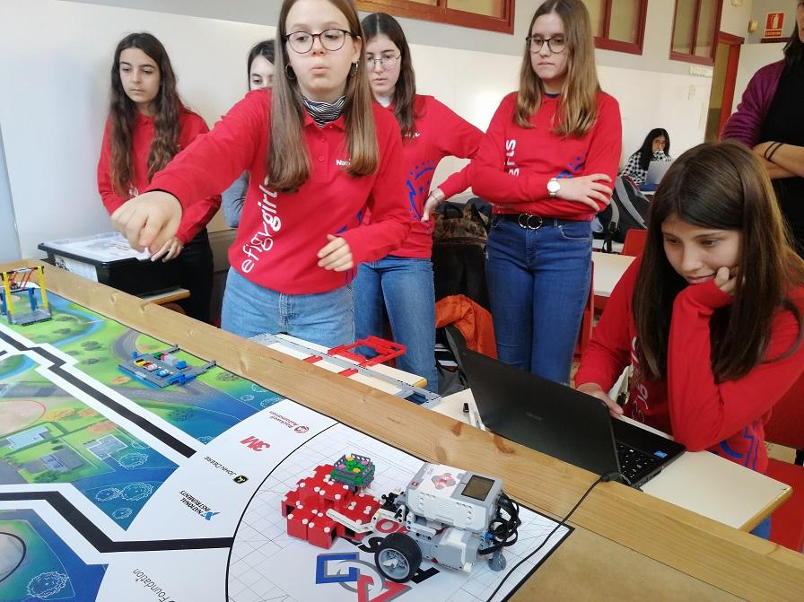 Equipo de alumnas del Instituto Juan Manuel Zafra, de Barcelona, en el torneo.