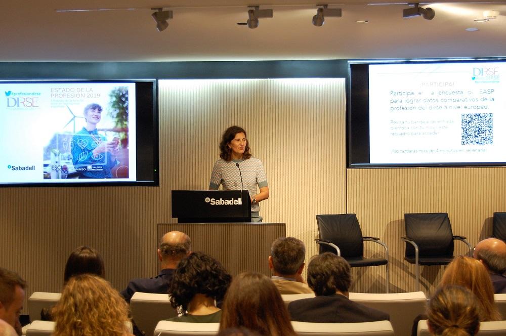 La presidenta de DIRSE, Elena Valderrábano, durante la presentación del informe.