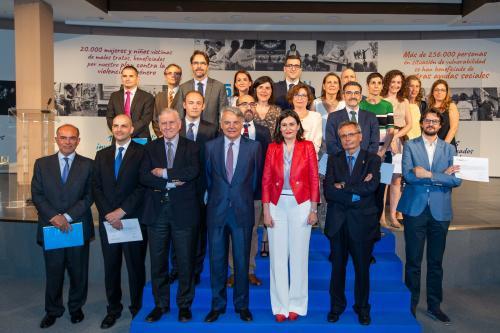 La ministra Carmen Montón junto Ignacio Garralda, los doctores Valentín Fuster y Rafael Matesanz y representantes de entidades beneficiarias.