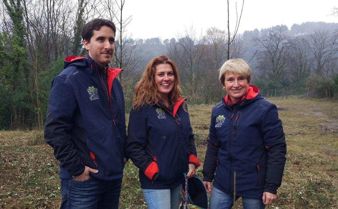 Elena Álvarez Diestro (en el centro), Jesús David Sánchez Labrador y Marga Capella