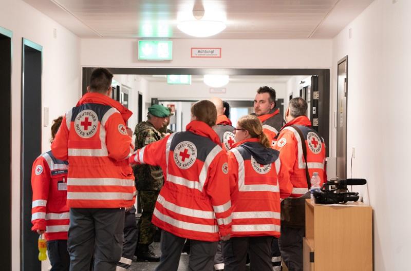 Voluntarios de Cruz Roja en Alemania, uno de los países beneficiados por las donaciones de Ford.
