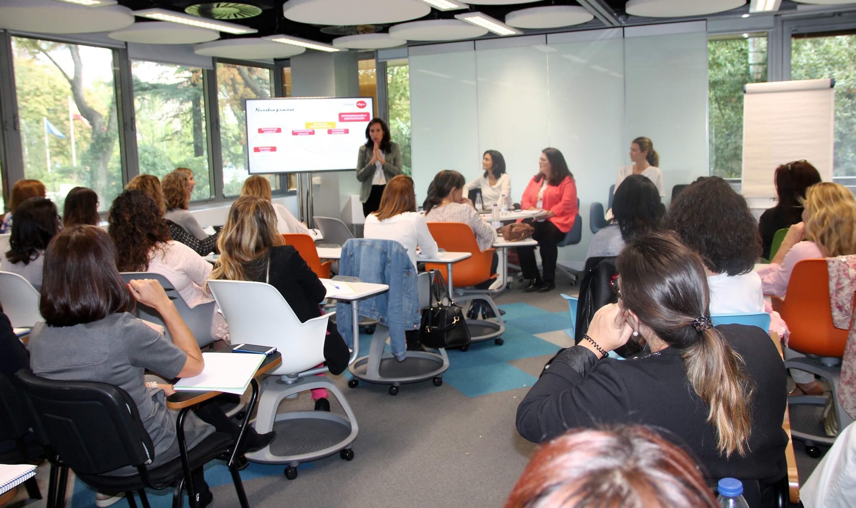 jornada de sensibilización y formación que Fundación Integra impartió a las empleadas de Mutua Madrileña.