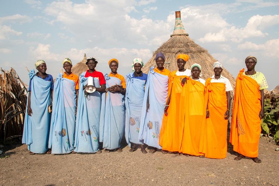 Grupo de mujeres contra la violencia de género en una aldea de Sudán del Sur (Foto: World Vision).