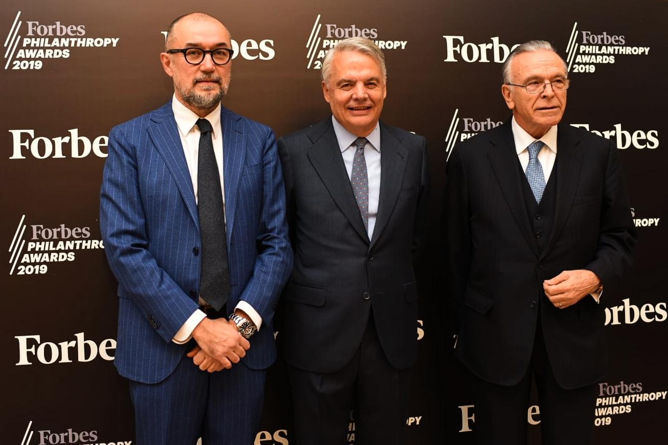 Ignacio Garralda, en el centro, flanqueado por Isidro Fainé, a su izquierda, y Andrés Rodríguez.