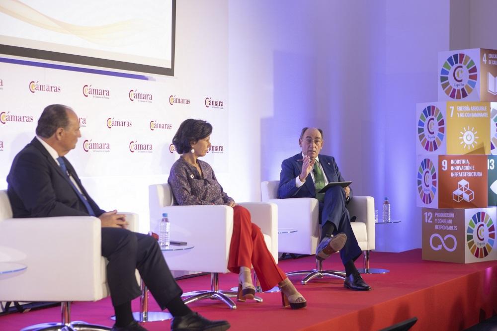 Galán junto a  Ana Botín, presidenta de Banco Santander y vicepresidenta de la Cámara de España y Fernando Abril-Martorell, presidente de Indra.