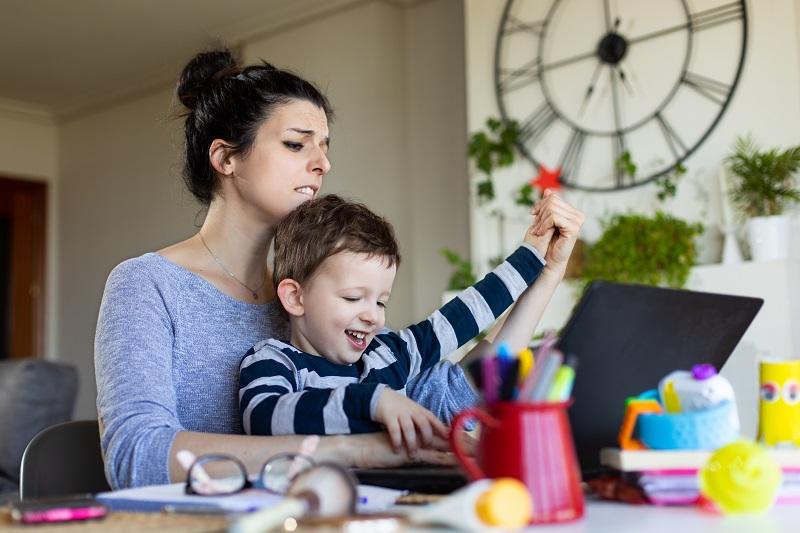 Un estudio de ING e Ipsos expone las dificultades para la conciliación laboral que conlleva la educación online.