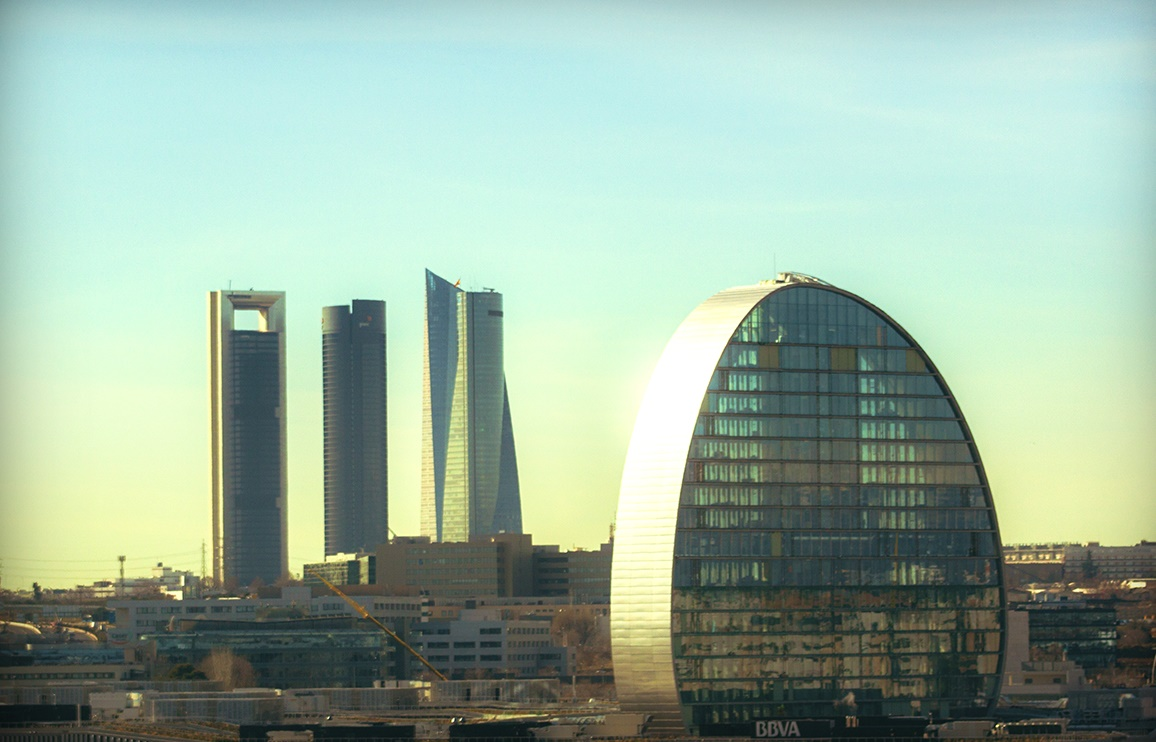 Parque empresarial al norte de Madrid. En primer plano, la sede corporativa de BBVA.