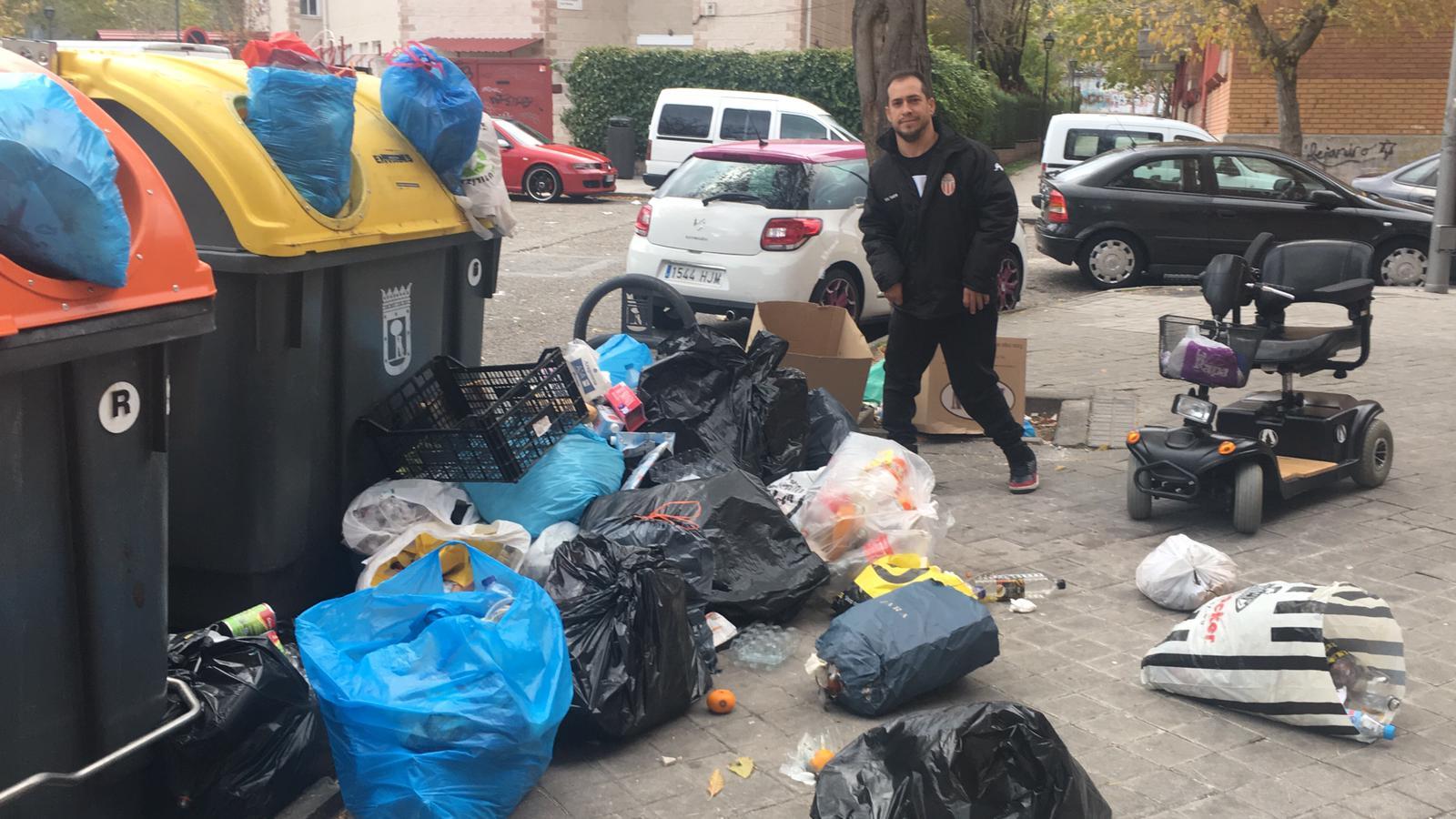 Juan Manuel Montilla, 'El Langui', denuncia el estado de suciedad del Sur de Madrid.