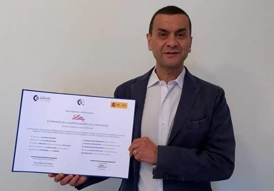 El presidente de Lilly España, Nabil Daoud, recoge el Premio de Diversidad.