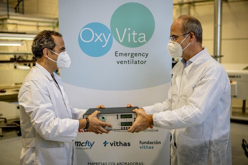José Ignacio Ramos de Lyntia (a la derecha) y Luis Palacios de Ayuda en Acción en la presentación de OxyVita.