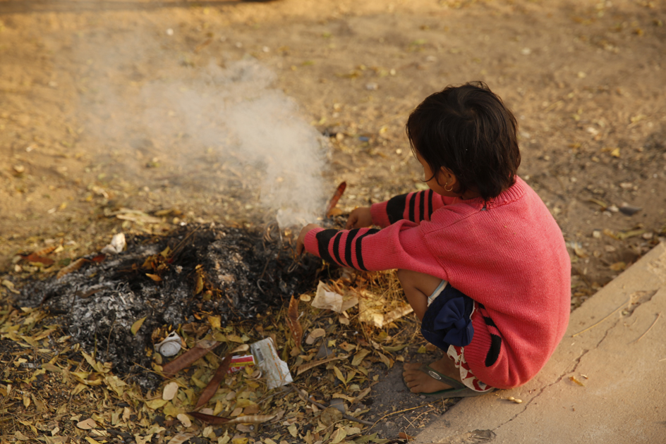 La pobreza infantil afecta a uno de cada tres niños en España.