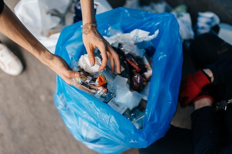 La app 'Recicla y suma' paga a sus usuarios por reciclar sus residuos domésticos. (Foto:Teksomolika).