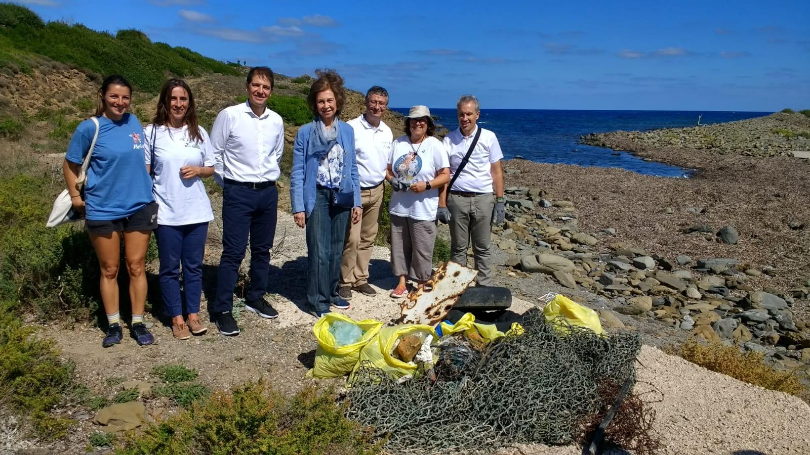 La Reina Sofía junto a voluntarios del Proyecto LIBERA.