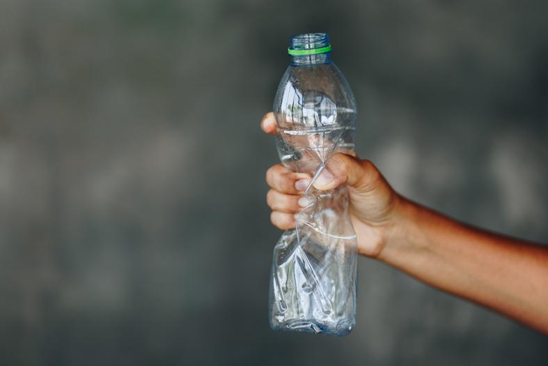 El Gobierno portugués acaba de poner precio a las botellas de plástico PET.