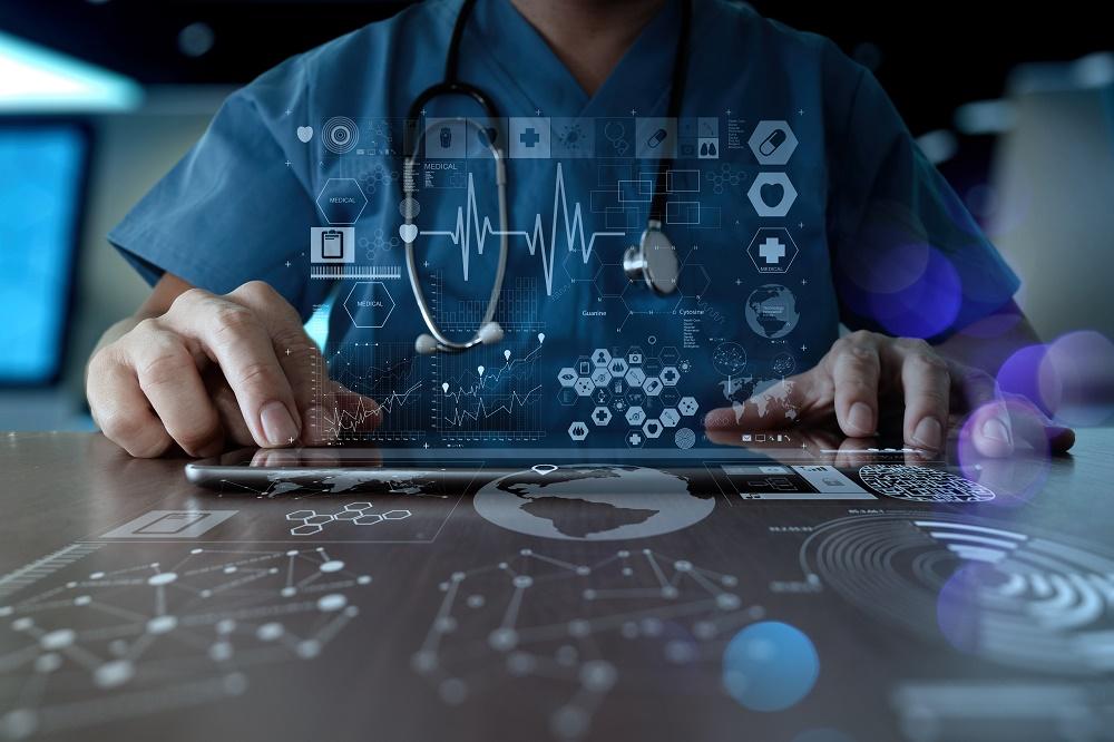 Un grupo multidisciplinar de expertos identifica 10 medidas clave para digitalizar el sistema sanitario.