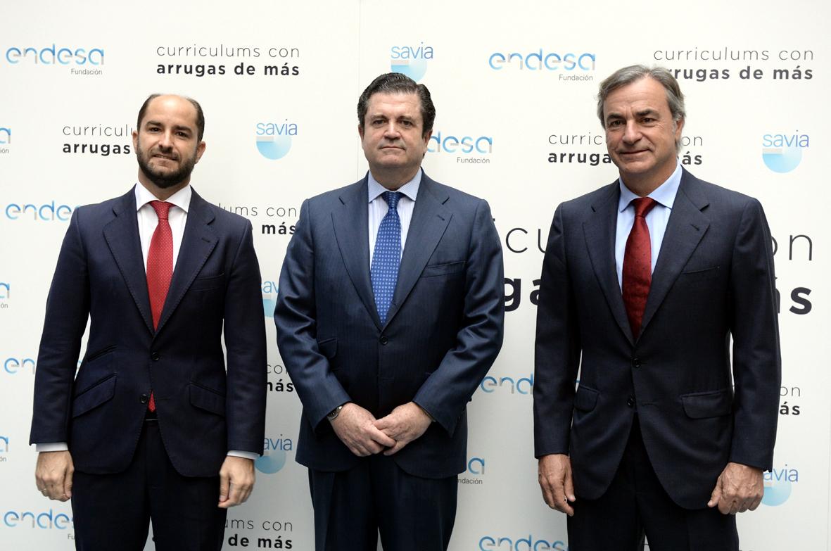 El secretario de Estado de Empleo, Juan Pablo Riesgo, el presidente de la Fundación Endesa, Borja Prado, y el piloto Carlos Sáinz.