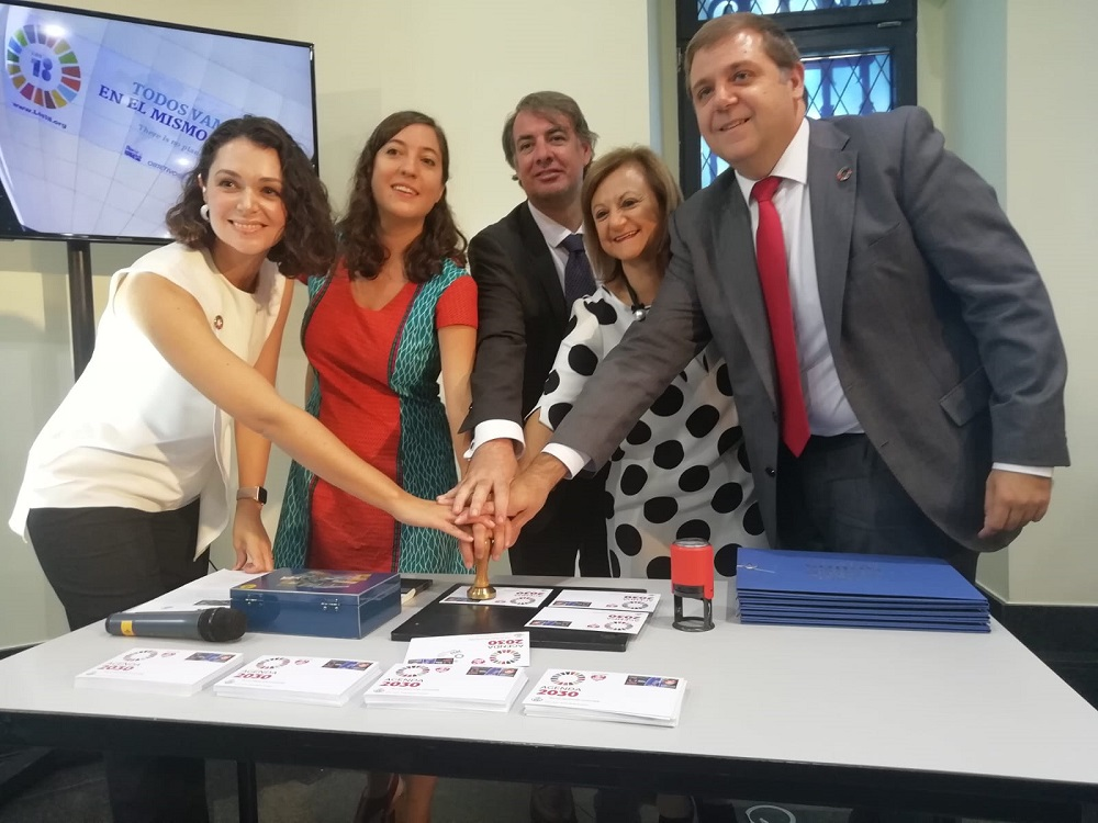 María Guerrero y Aldara Velasco, de la Red Musical Social; Vicente Fernández, presidente de la SEPI; Cristina Gallach, alta comisionada para la Agenda 2030, y Juan Manuel Serrano, presidente de Correos.