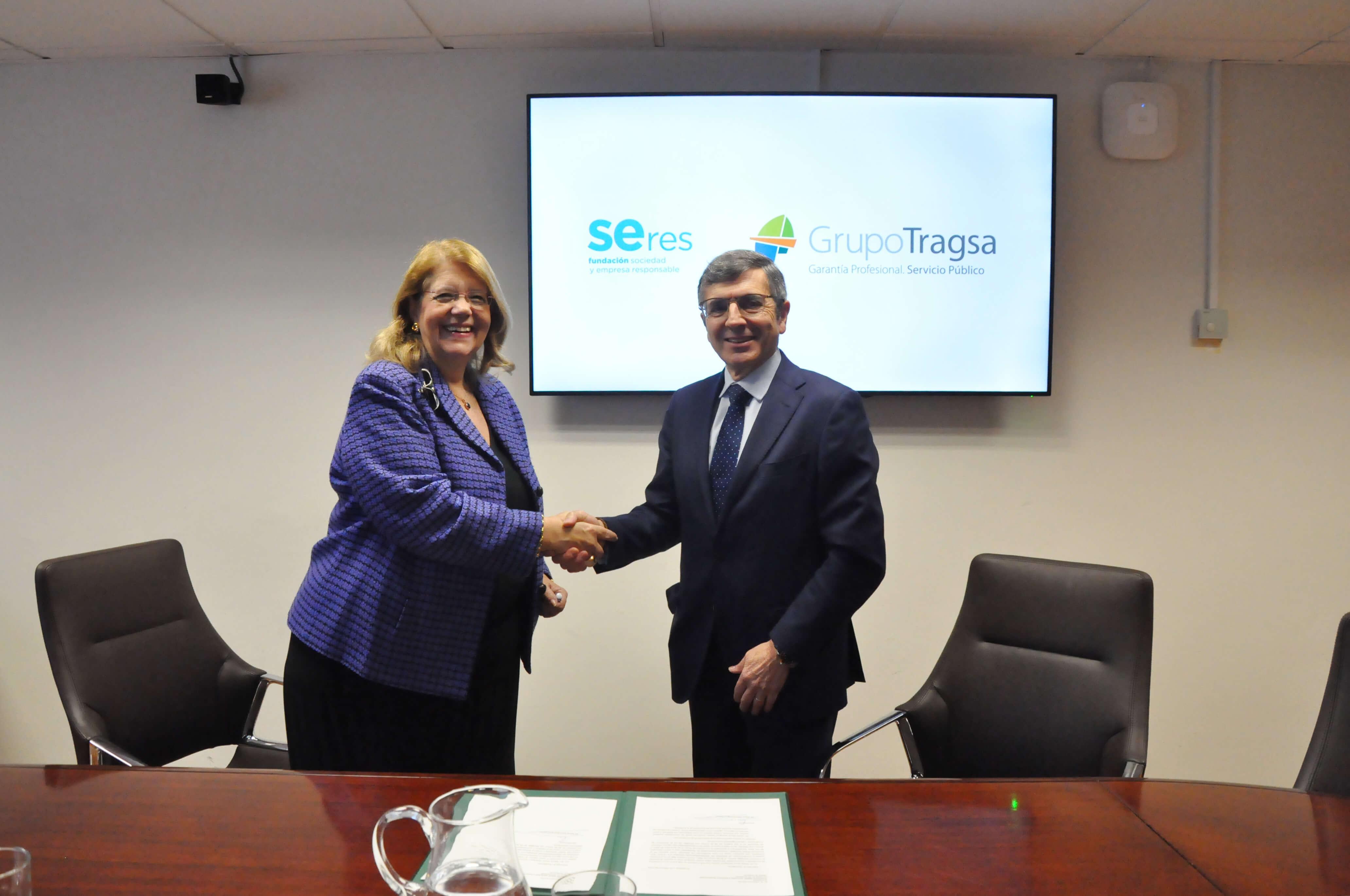 Elvira Rodríguez, presidenta del Grupo Tragsa, y Francisco Román, presidente de la Fundación SERES.
