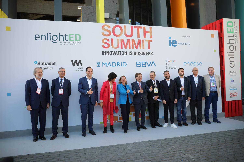 Organizadores y autoridades en la inauguración del evento.