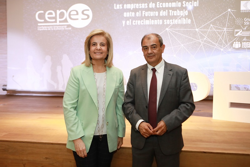 Fátima Báñez, ministra de Empleo, junto al presidente de Cepes, Juan Antonio Pedreño.