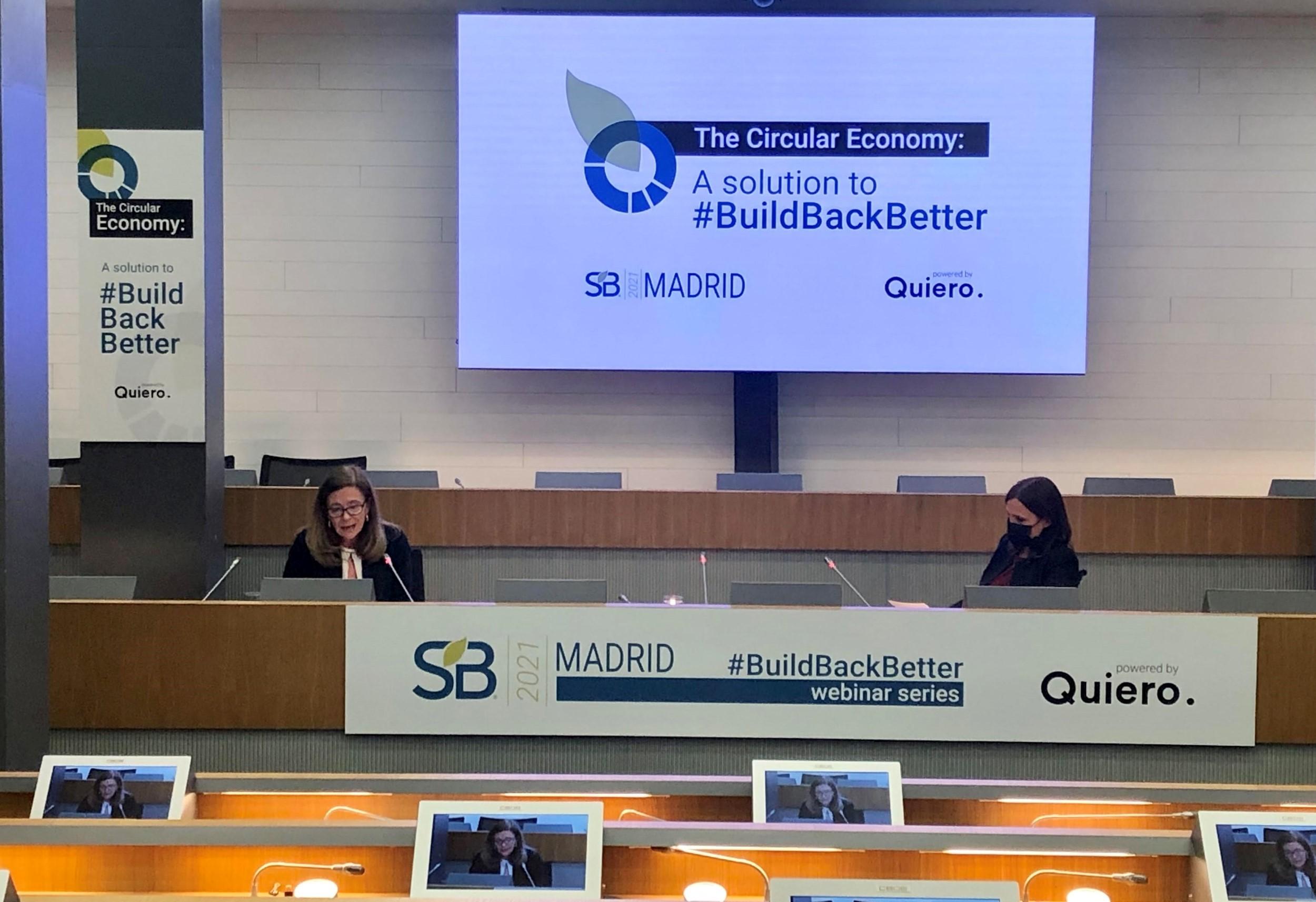 Cristina Rivero, directora del Departamento de Industria, Energía, Medio Ambiente y Clima de la CEOE, y Sandra Pina, directora de Sustainable Brands Madrid, durante la inauguración del evento.