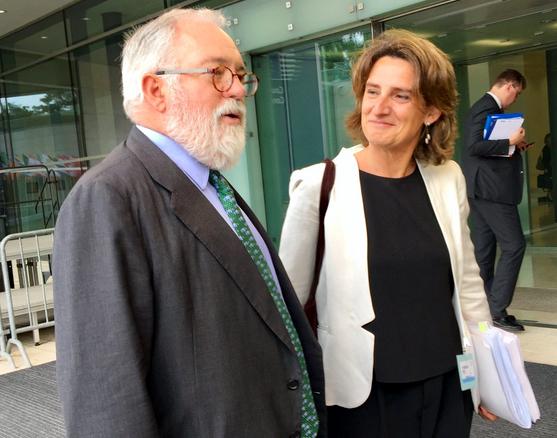 La ministra de Transicion Energética, Teresa Ribera, junto al comisario europeo de Agricultura y Medio Ambiente, Miguel Arias Cañete. Foto: España en la UE.