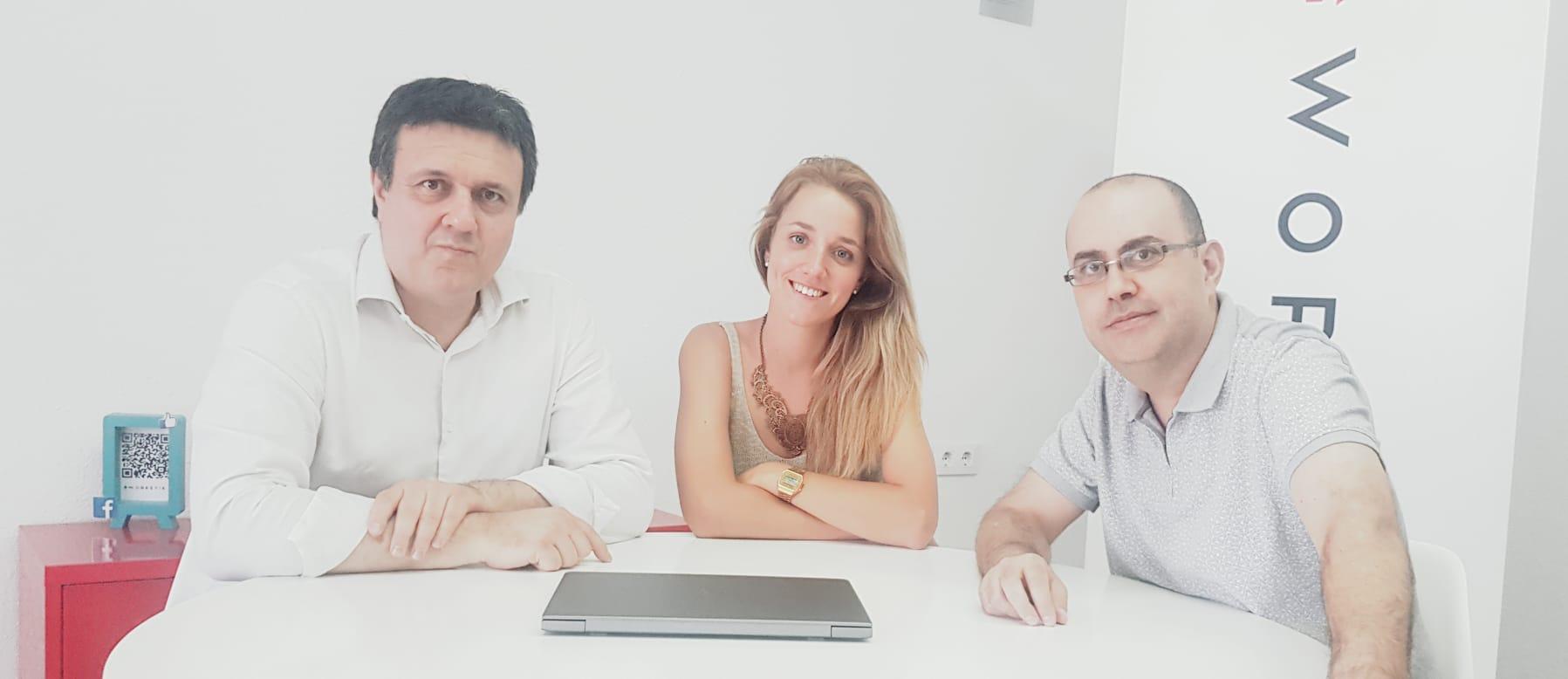 Amèlia Sampere, fundadora de Worketik, junto a Lleonard del Río (derecha) y Jordi Martí.