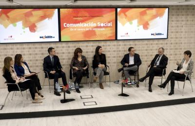 Participantes de Encuentros para la Transformación</li><li> Dircom social.
