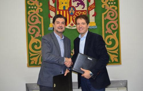 El secretario general de la FEMP, Juan Ávila, y el consejero delegado de Ecoembes, Óscar Martí.