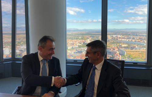 Juan Carlos Alfonso, secretario general corporativo de Aena, y Francisco Román, presidente de la Fundación Seres.