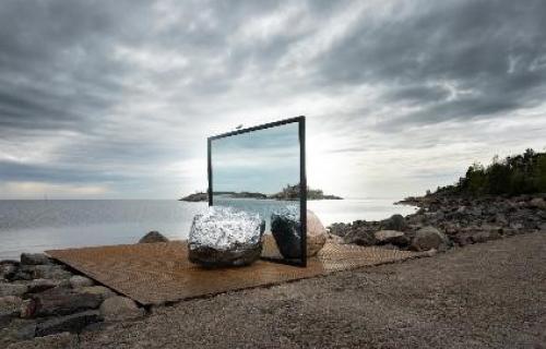 Más de cuarenta artistas exponen sus obras en la Bienal