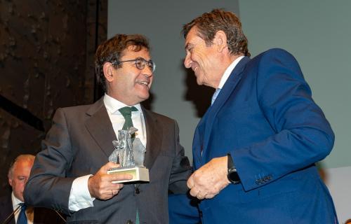 Carlos Cabanas recoge el premio 'Espiga de Oro' de FESBAL.