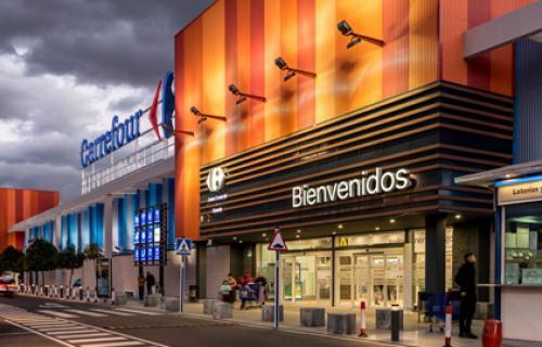 Fachada de un centro comercial Carrefour.