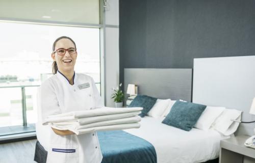 La excelencia hotelera pasa por el bienestar de todas las personas, empleados y clientes.
