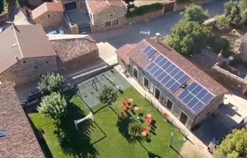 Uno de los edificios municipales de Castilfrío de la Sierra que forman parte de la comunidad energética.