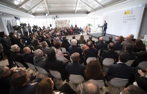 Pedro Sánchez interviene ante representantes del mundo cultural español. Foto: Pool Moncloa/Fernando Calvo