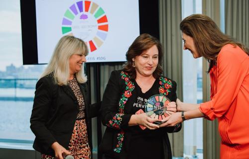 Ana Bella recoge el premio en Nueva York.