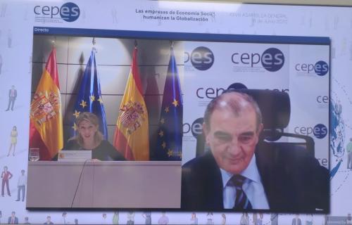 La ministra Yolanda Díaz y el presidente de CEPES, Juan Antonio Pedreño.