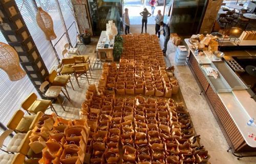 Bolsas con menús preparadas para su traslado a Ifema