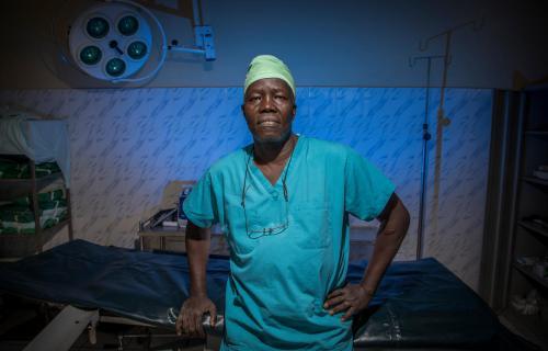 El Dr. Evan Atar Adaha, cirujano de Sudán del Sur.