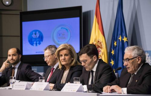 La ministra Báñez junto los responsables de Cruz Roja Española, Fundación ONCE, Fundación Secretariado Gitano y Cáritas.